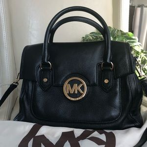 Michael kors black leather crossbody purse